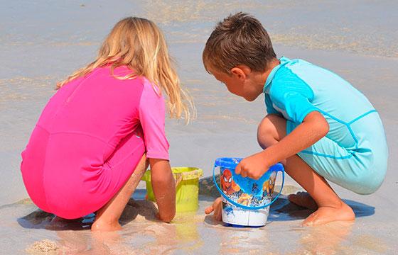10 Ideias para divertir as crianças na praia